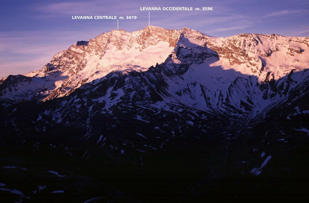 tramonto dal Colle del Nivolet verso il Gruppo delle Levanne (4-6-2005)