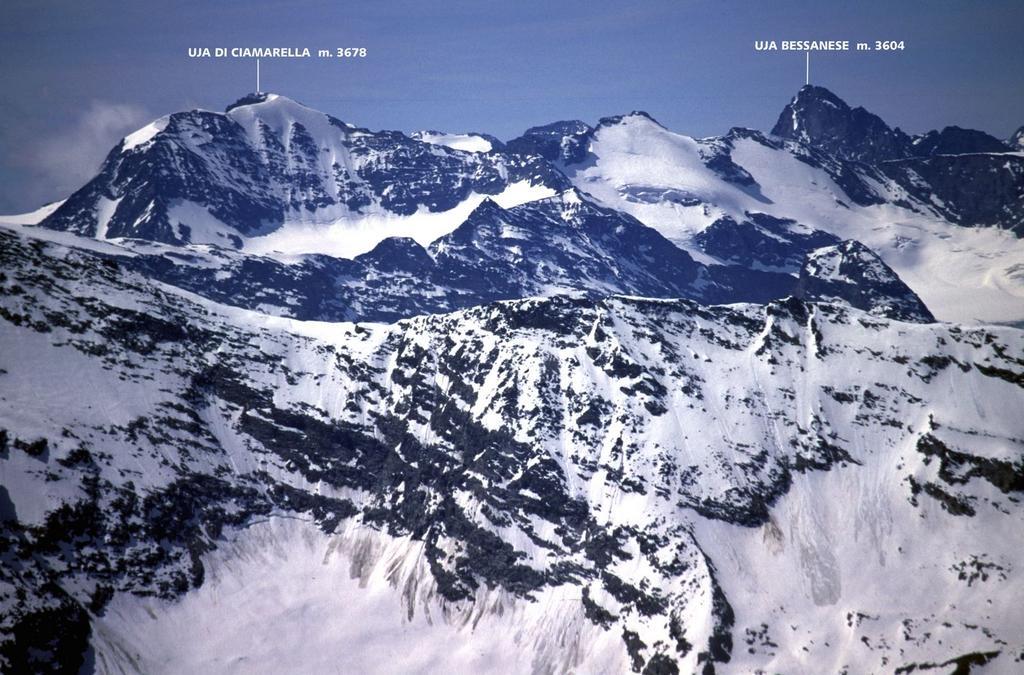 panorami dalla cima : Uja di Ciamarella e Uja Bessanese (5-6-2005)