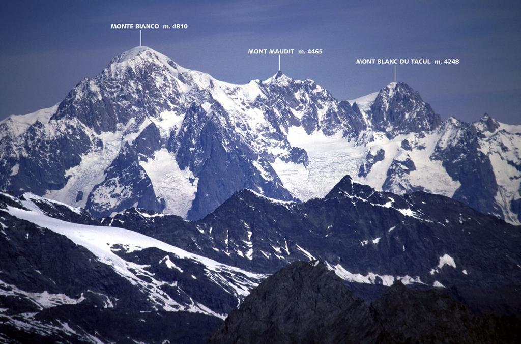 panorami dalla cima : Monte Bianco, Mont Maudit e Mont Blanc du Tacul (5-6-2005)