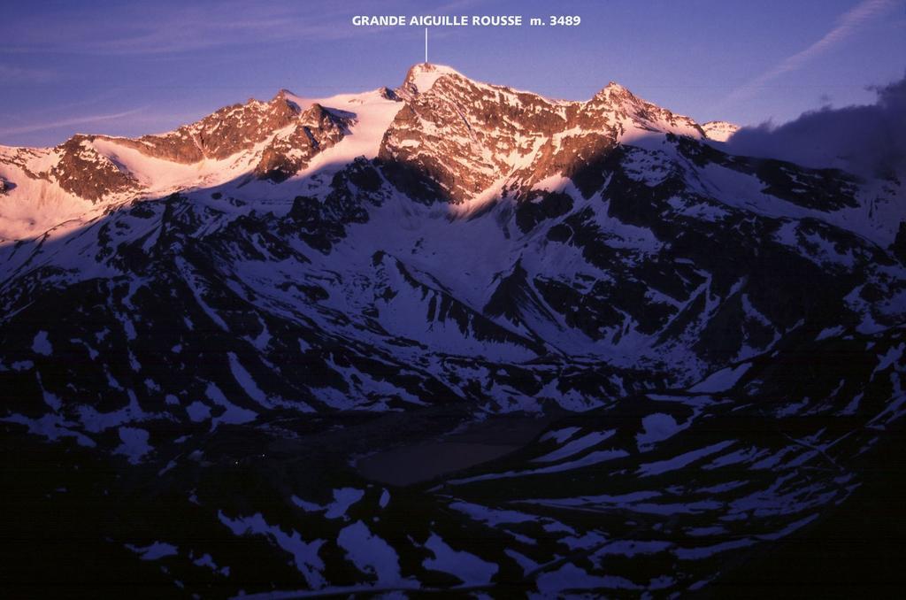 tramonto dal Colle del Nivolet verso la Grande Aiguille Rousse (4-6-2005)