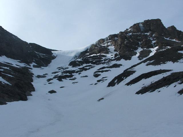 il ghiacciaio, meno ripido sulla sx