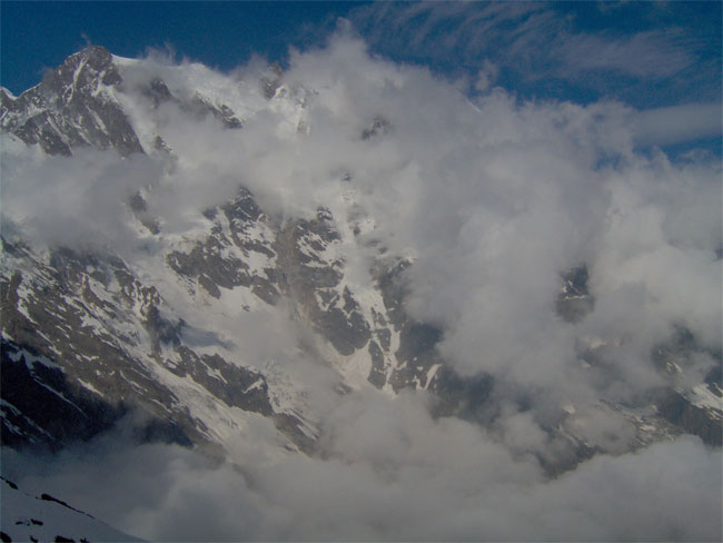 La est del Rosa tra le nuvole