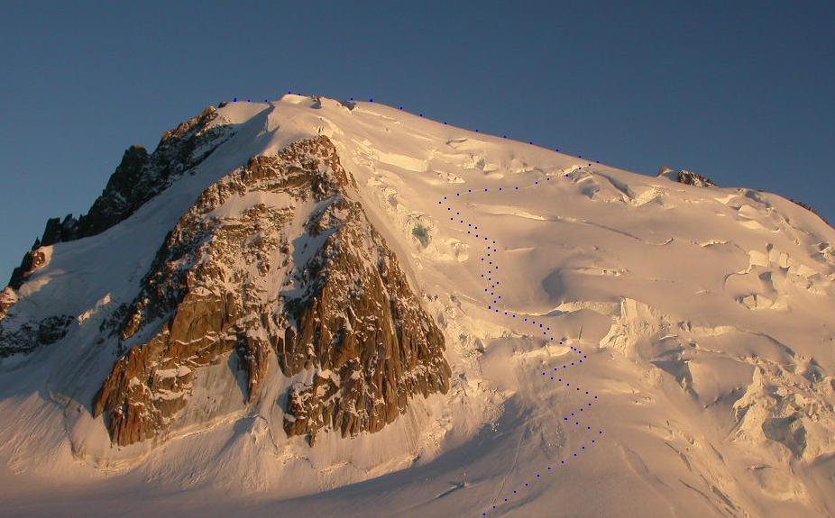 L'itinerario al Mont Blanc du Tacul dal Rif. des Cosmiques al tramonto.