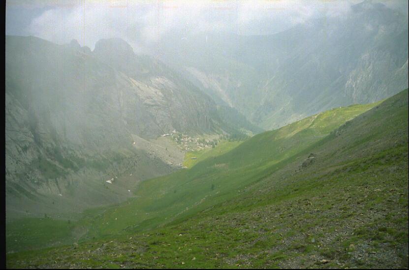 Il vallone delle mure dal colle del Serour, le nuvole incombono
