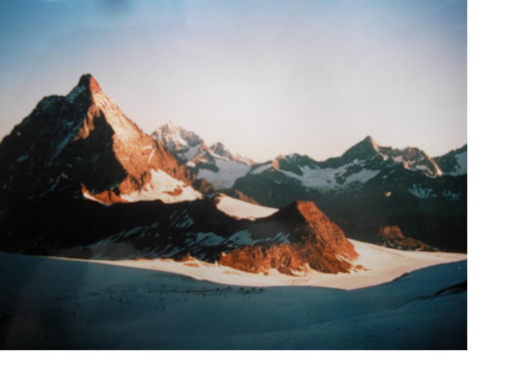 Il Cervino all'alba da Plateau Rosa'