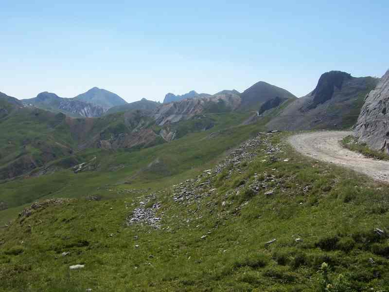La strada che dalla Gardetta porta al colle Valcavera
