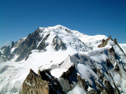 Dalla Aguille du Midi (sullo sfondo)si vede la cresta che si percorre per l'Ag. du PLan