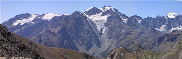 Davvero mozzafiato il panorama sui ghiacciai del Parco Nazionale degli Ecrins dal Colle Chardonnet!
