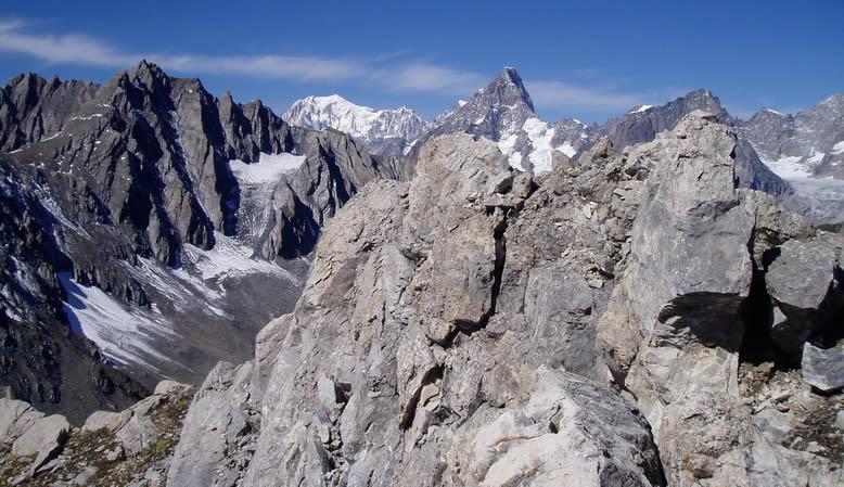 Panorama dalla cima sul Monte Bianco e Gran Jorasses