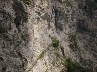 La via degli Alpini sulle pendici del Monte Pietravecchia