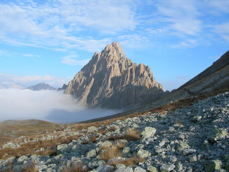 La Rocca emerge dalle nuvole