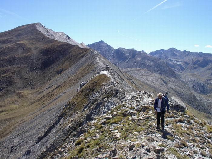 La cresta che scende dal Monte Ventasuso e va verso il Colle della Maddalena