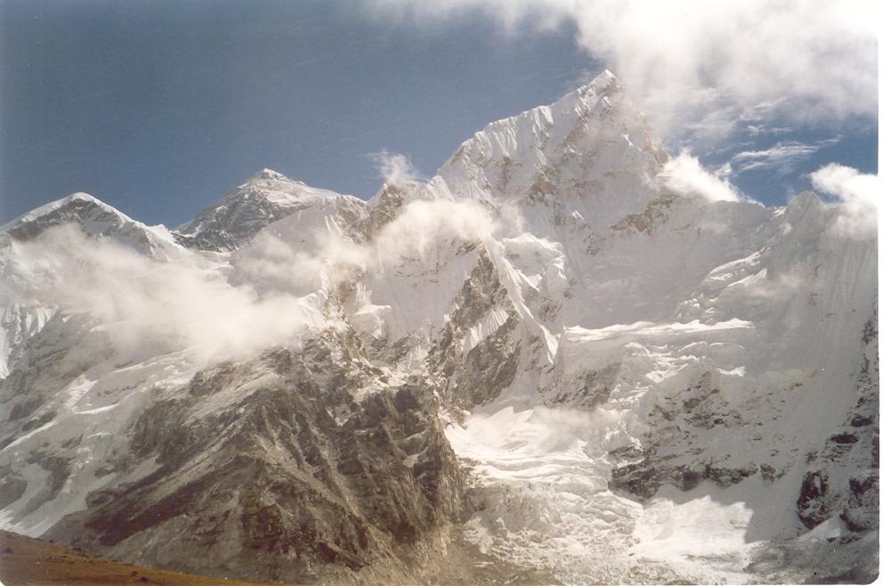 Il Nuptse in primo piano ed alla sua sinistra la cima dell'Everest