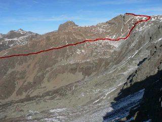 Rocciavrè e vallone Rouen. In rosso il percorso di salita.