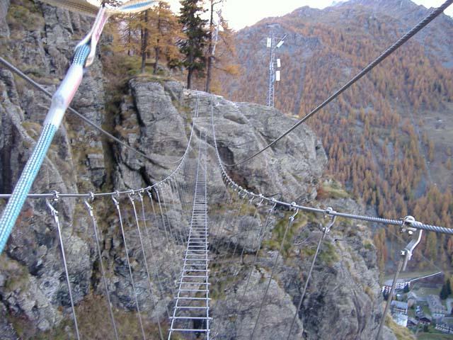 Il mitico ponte tibetano di 84 pioli