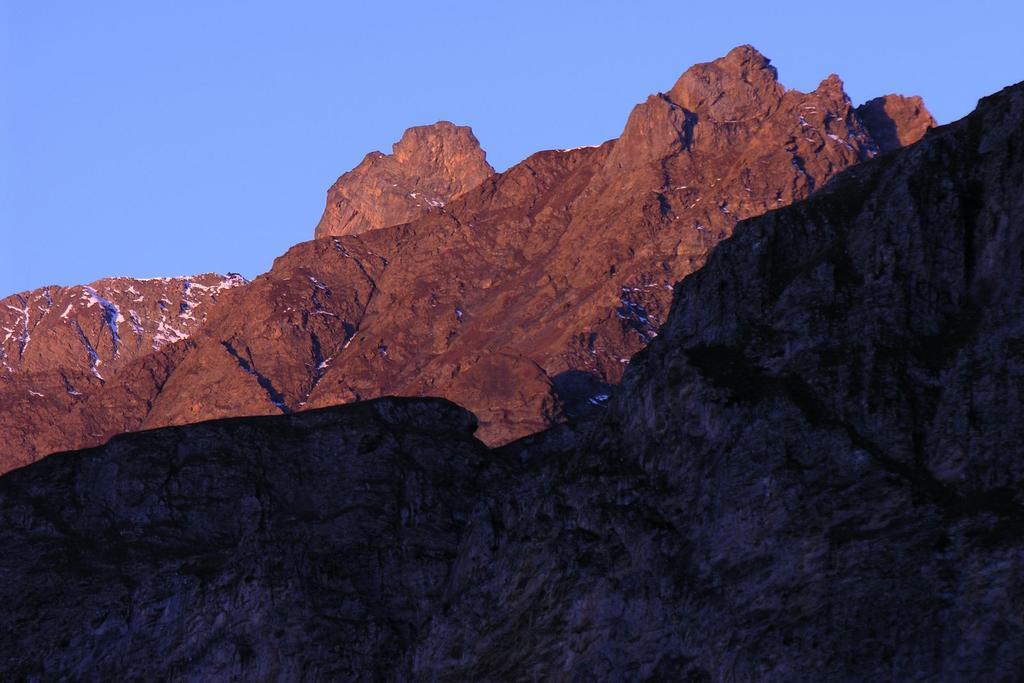 le prime luci del sole sul Roc della Niera (30-10-2005)