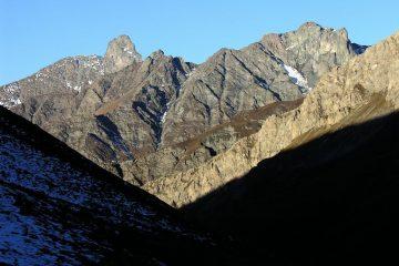 Roc della Niera e Rocca Bianca osservati dal Vallone di Soustra (30-10-2005)