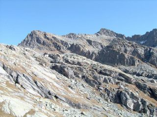 In alto a destra, la Punta Boiretto, dai pressi del Lago Losere