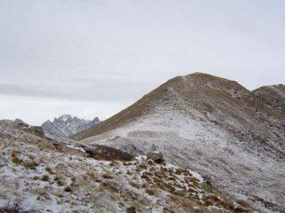 Il Monte Arzola con il Gran Paradiso di sfondo visto dal Rifugio