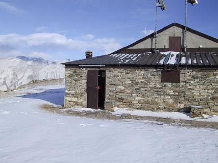 Ingresso locale invernale del Rifugio Avanzà