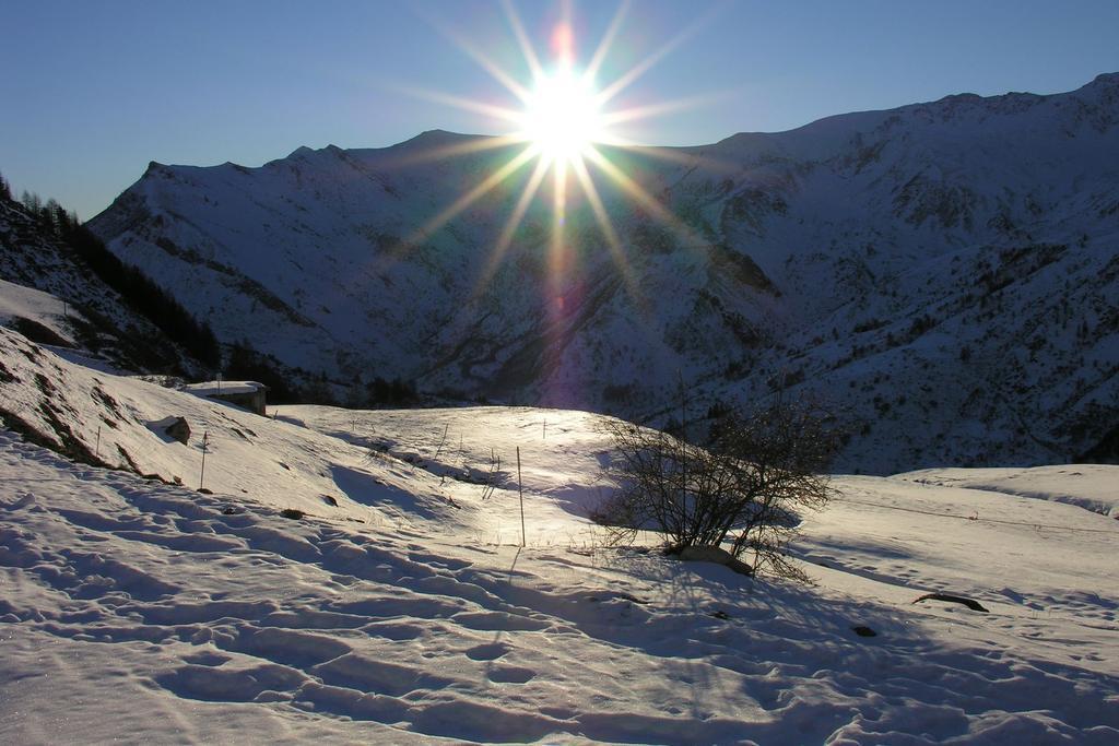 spunta il sole nel Vallone Sibolet  (11-12-2005)