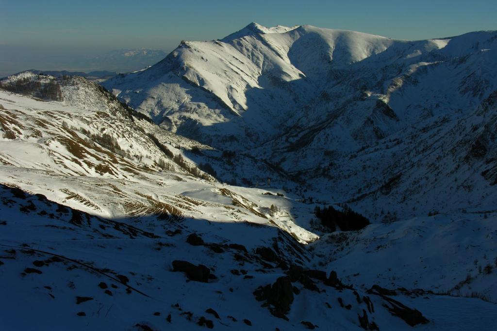 la conca di Castelmagno con le luci del tramonto (11-12-2005)