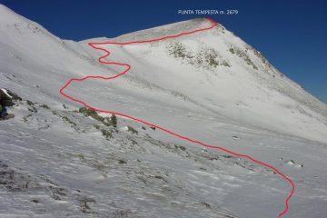 Punta Tempesta e percorso di salita vista dal dosso sopra il Colle Intersile (11-12-2005)
