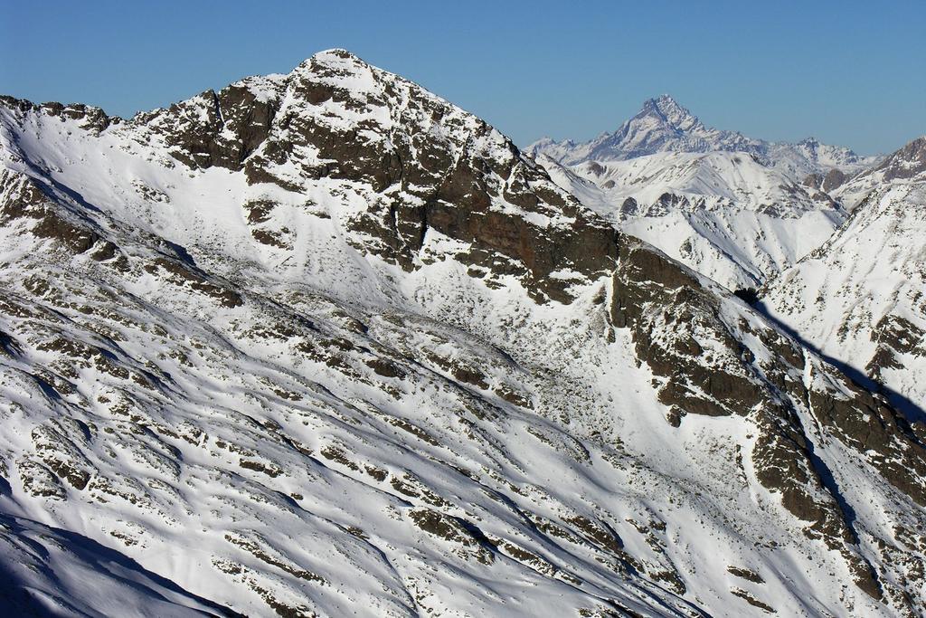 Monte Laroussa (a sinistra) e Monviso (a destra)