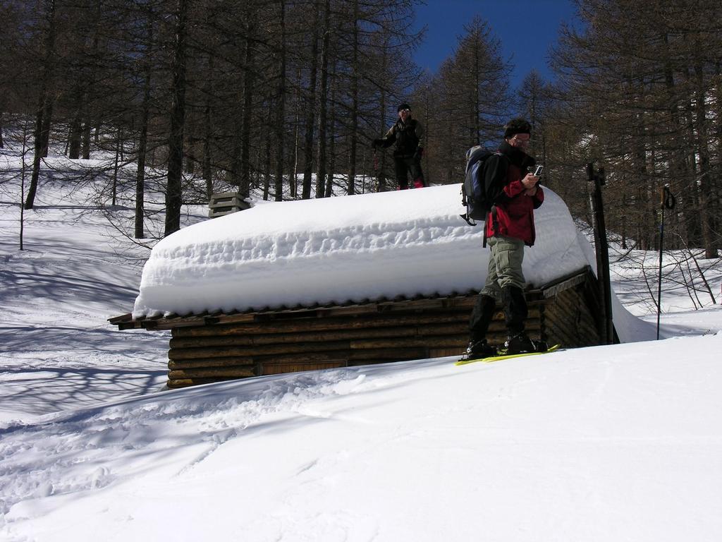 passando nei pressi della Baita dei cacciatori nel Bosco delle Navette (12-3-2006)