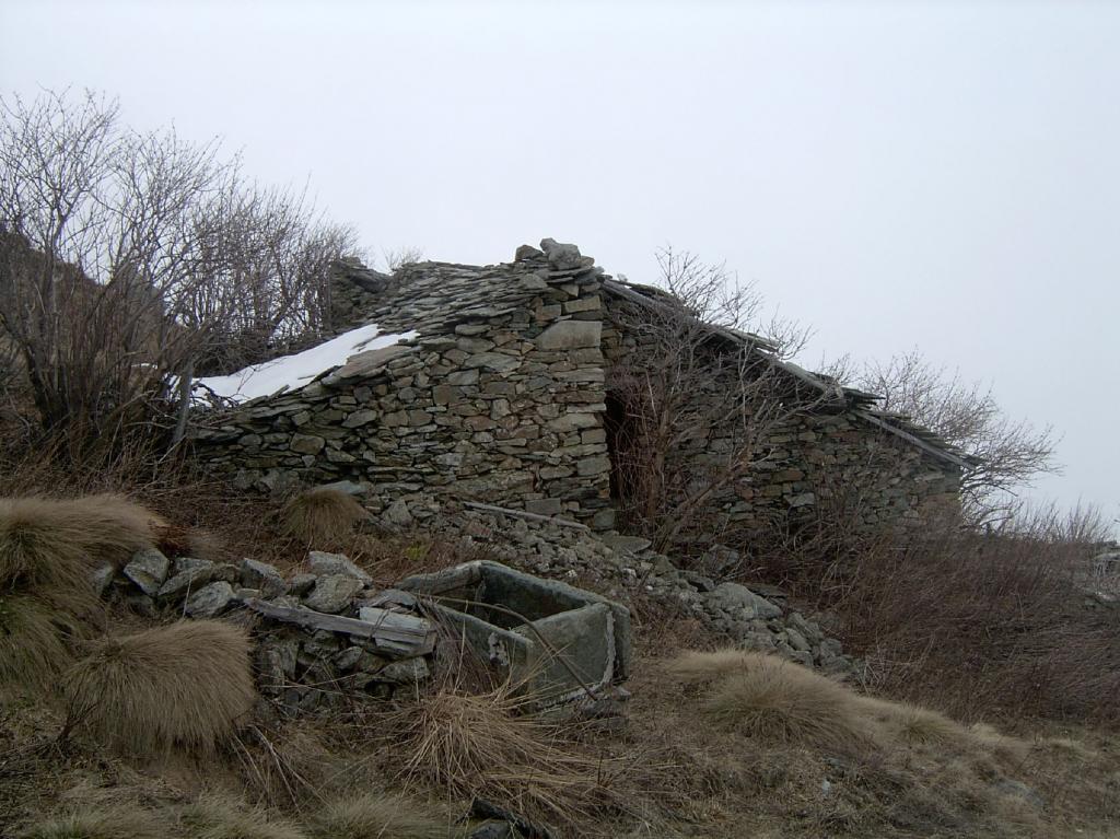 La baita e la vasca in pietra