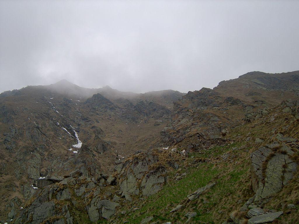 L'Alpe Pistone superiore, il rifugio Fornetto e la Punta Verzel
