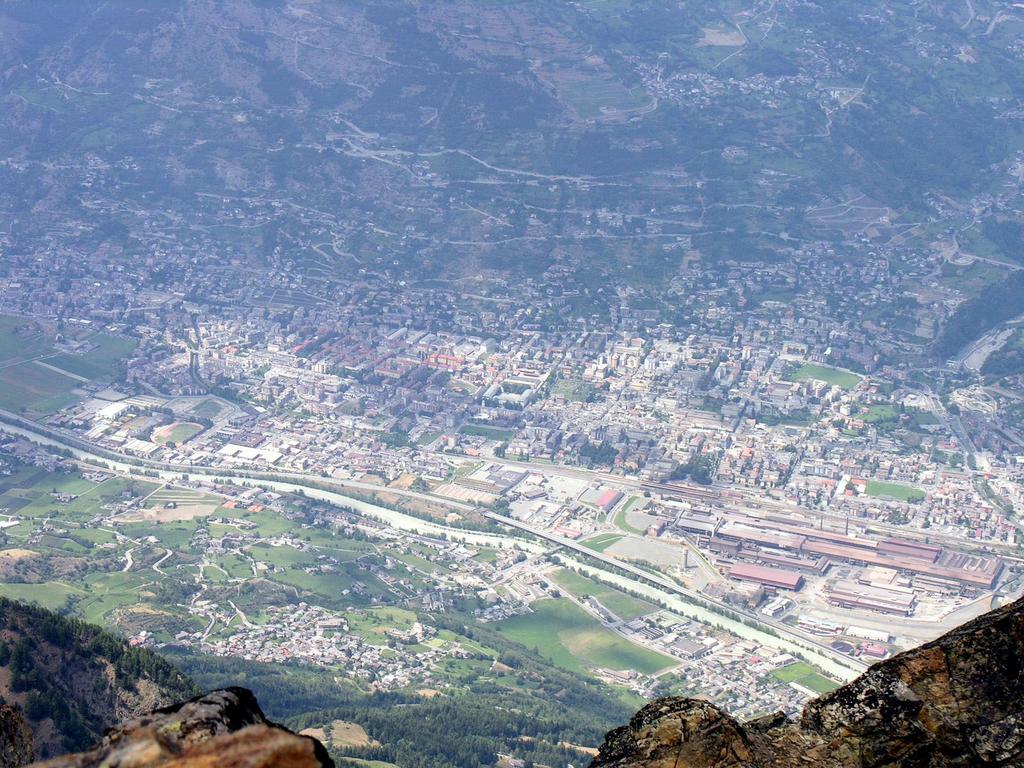 panorami dalla cima : la città di Aosta (23-7-2006)