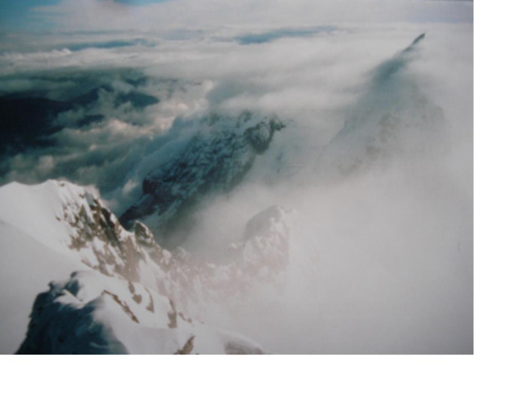 Dallo Jungfrau a malapena si intravvede la sagoma del Monch
