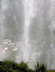 Noasca dietro la cascata...