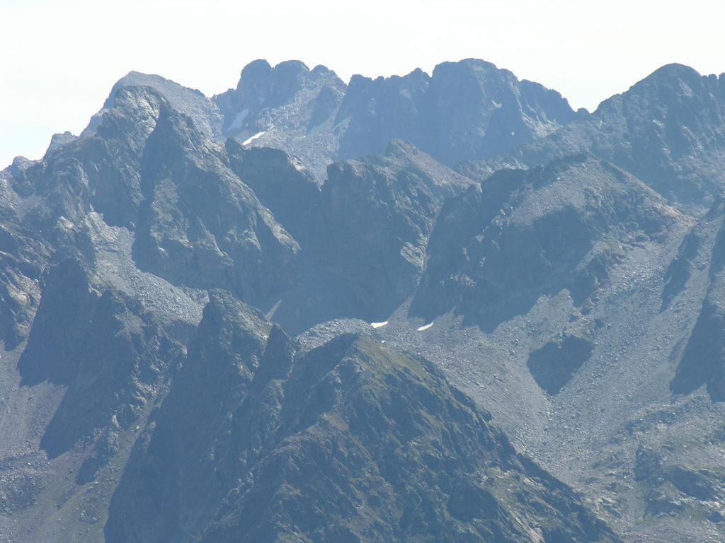 panorami osservati dalla cima : il Gruppo del Monte Matto (20-8-2006)