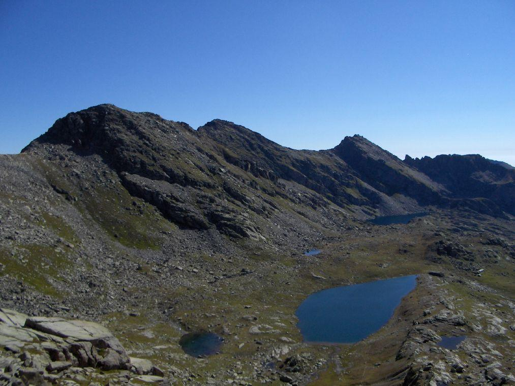 Dal Colle della Terra, panorama sui laghi, Monte Bellagarda e Monte Unghiasse