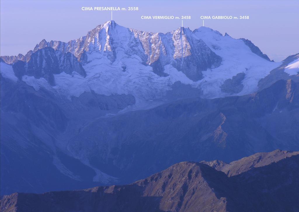 le prime luci dell'alba verso il Gruppo della Presanella (27-8-2006)