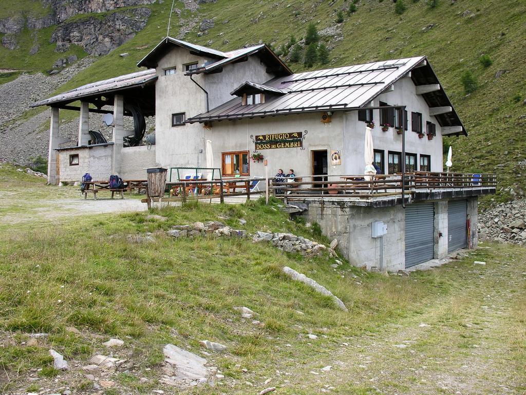 il Rifugio Dos dei Cembri, punto di partenza per la salita al Rifugio Mantova (26-8-2006)