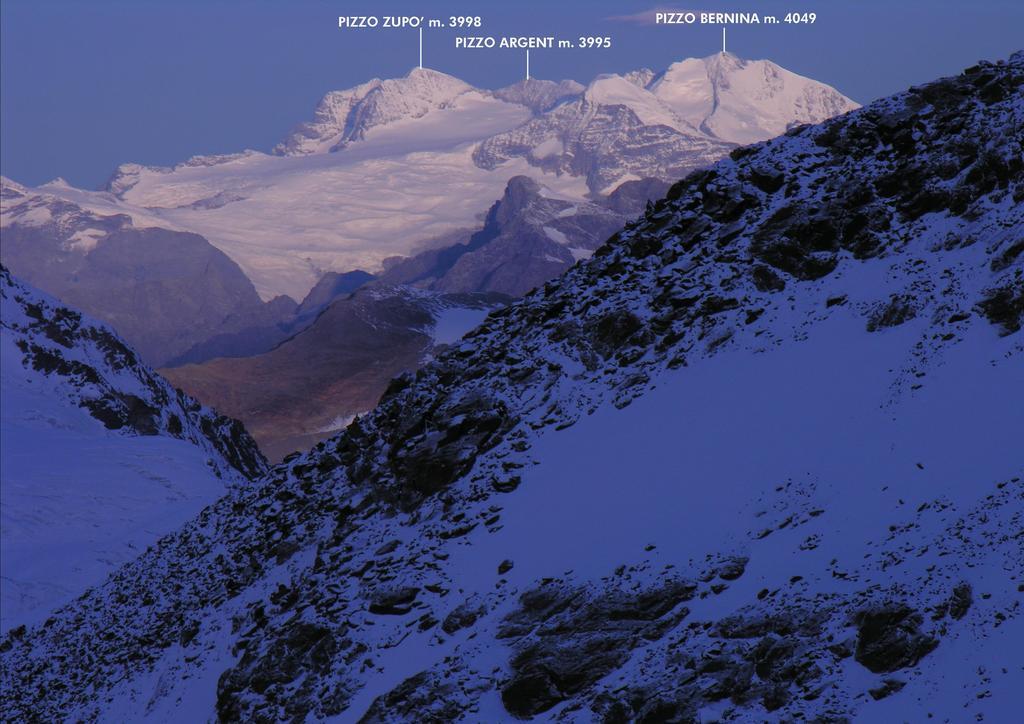 alba dal Rifugio Mantova...verso il Gruppo del Bernina (27-8-2006)