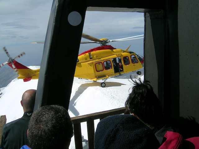 Prove di atterraggio alla Punta Gnifetti del nuovo AB139.