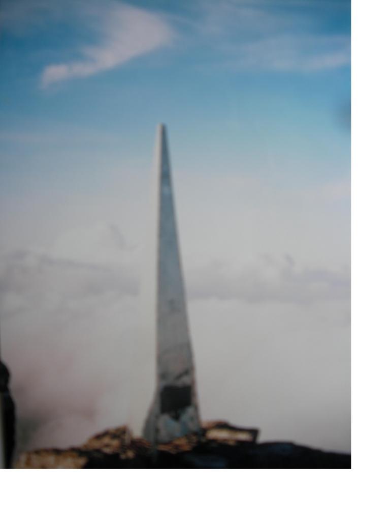 Obelisco in memoria di Valsecchi e Molteni
