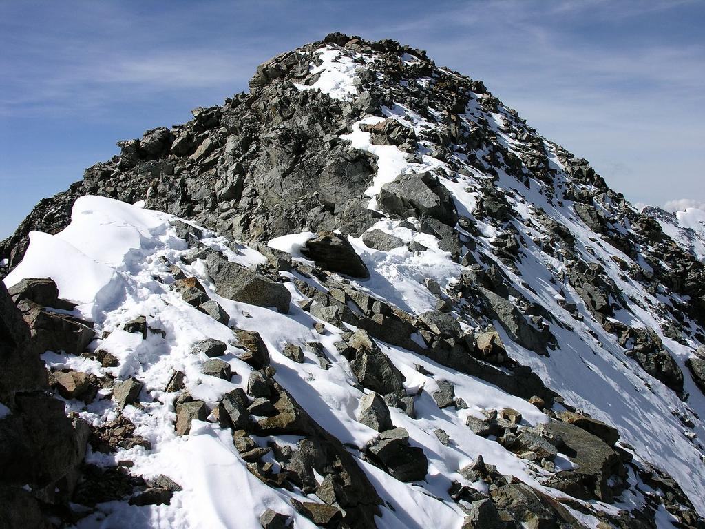 il tratto finale della cresta e la vetta più alta del Monte Bellavista m. 3922 (10-9-2006)