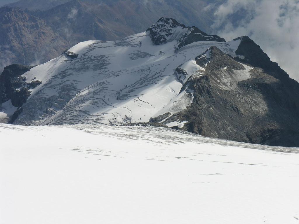 panorami dalla cima : Pizzo Varuna m. 3454 (10-9-2006)