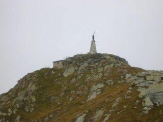 La cima del Mombarone salendo dal rifugio dell'ANA