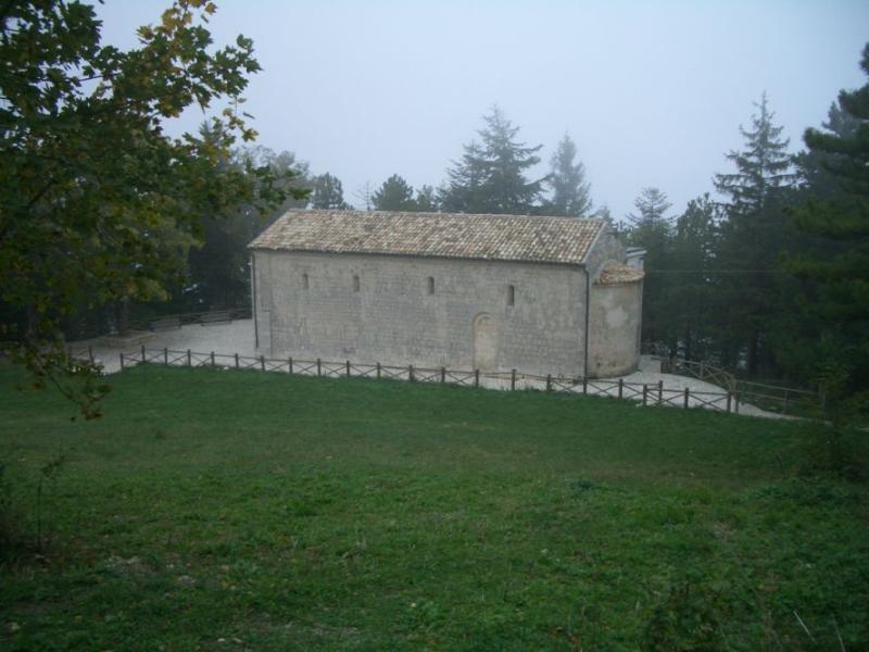 Madonna della Mazza (Chiesa) giro da Fonte Cese 2006-10-08