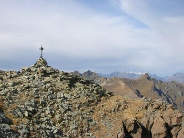 La vetta della Cristaliera con la croce posata nel 1947 dalla Giovane Montagna di Moncalieri