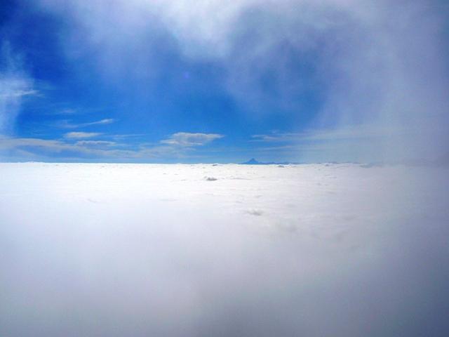 ...mare di nubi con il monviso sullo sfondo...