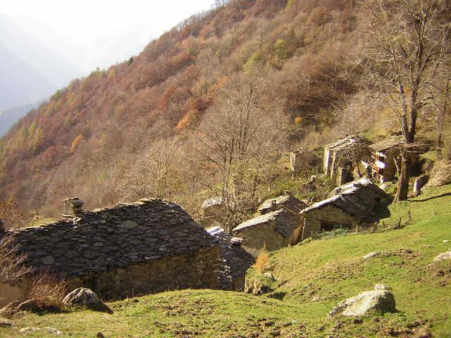 Scendendo verso il borgo disabitato di Servino, fantastico ...