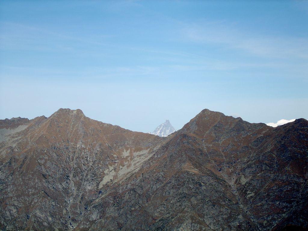 In primo piano, Cima Prel e Monte Dondogna