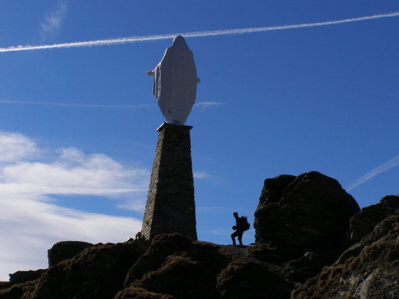 La Statua della Madonna dello Zerbion in controluce